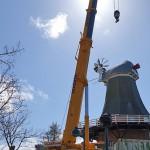 Die Greetsieler Zwillingsmühle mit neuer Kappe. Quelle: NDR.de